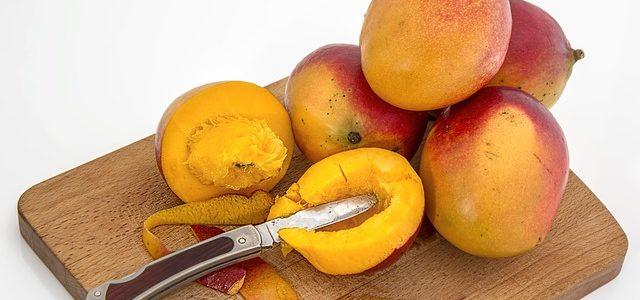 Mangoschneider mit Messer